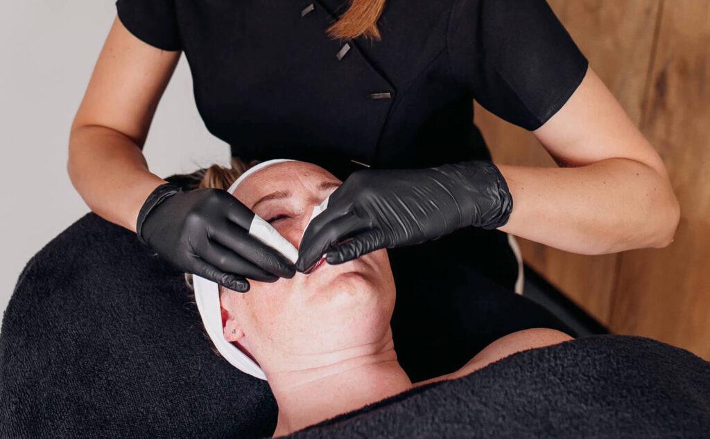 Salon no 83 Shirley Schoonheidssalon Purmerend Huidverbetering Gezichtsbehandeling Bindweefselmassage Voeding voedingsconsult vitaliteitsconsult Workshop Facial Fitness Cellics huidverzorging kopie