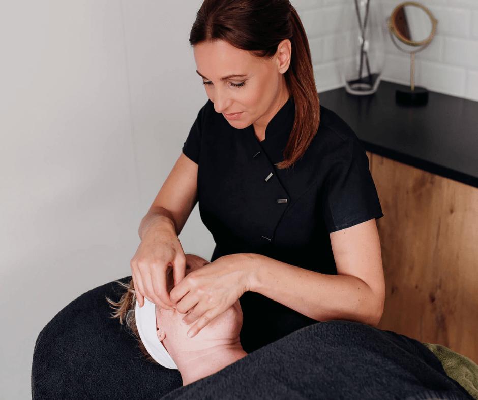 Salon no 83 Shirley Schoonheidssalon Purmerend Huidverbetering Gezichtsbehandeling schoonheidsspecialist bindweefselmassage